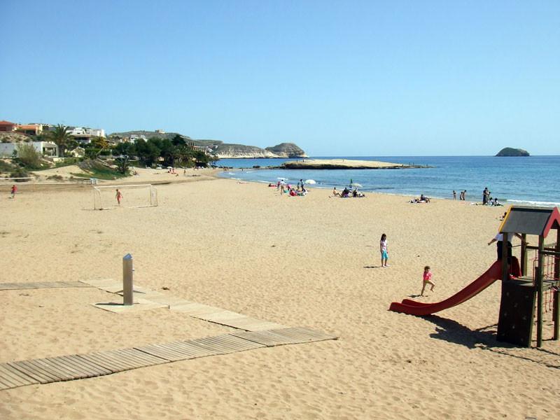 beach_l.jpg