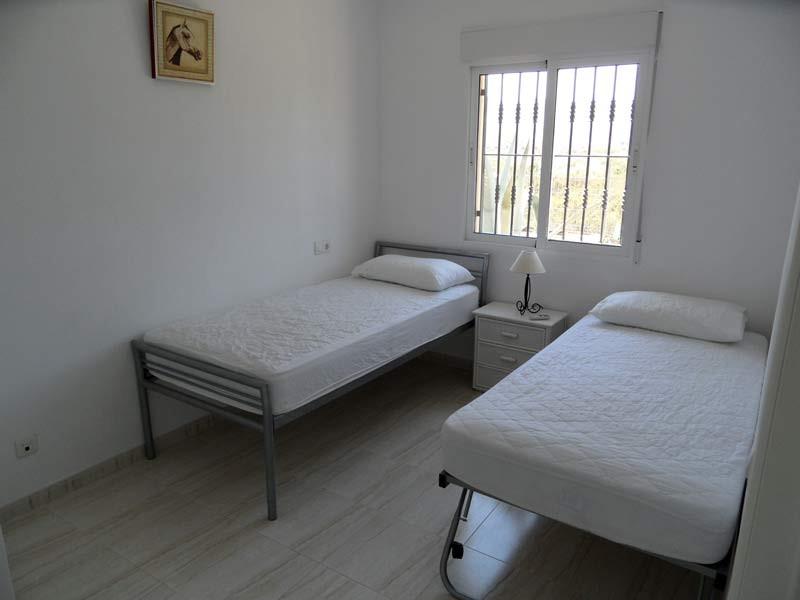bed2-l.jpg