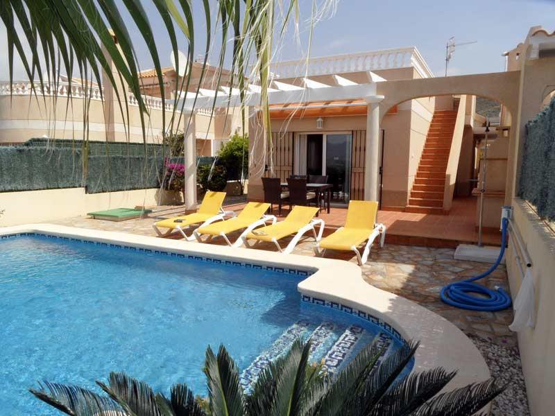 villa-front2_l.jpg