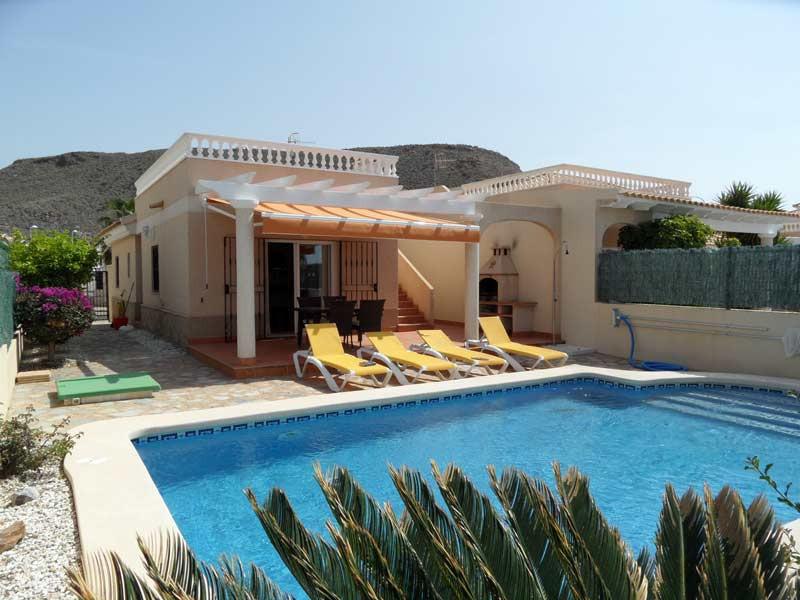 villa-front800x600.jpg