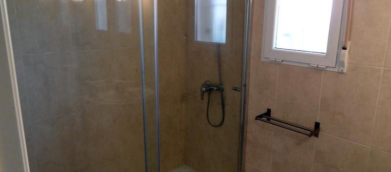 bathroom_l.jpg