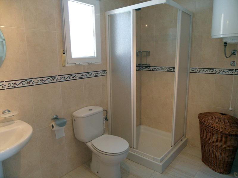 bathroom1_l.jpg