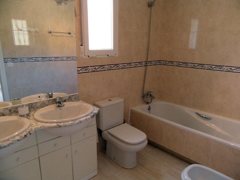 bathroom2_l.jpg