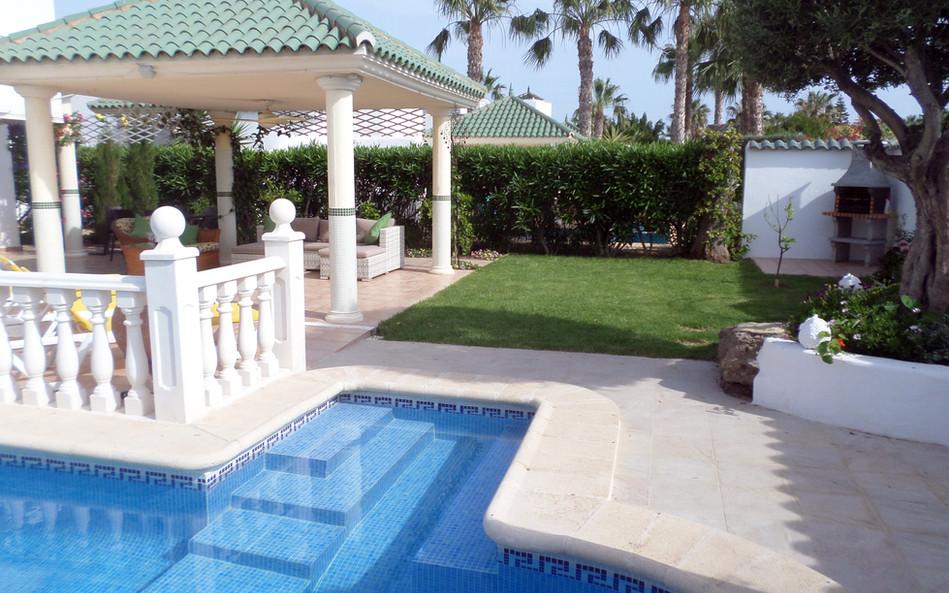 Pool-Garden-6 (2).jpg