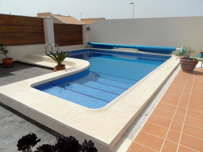 pool_l.jpg