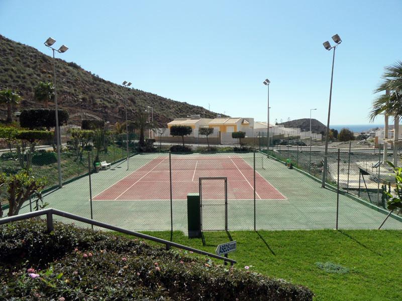 tenniscourt_l.jpg