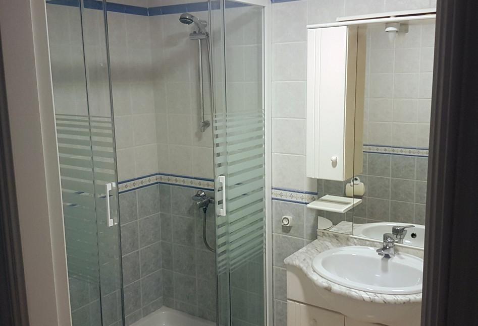 bh55_shower-room.jpg