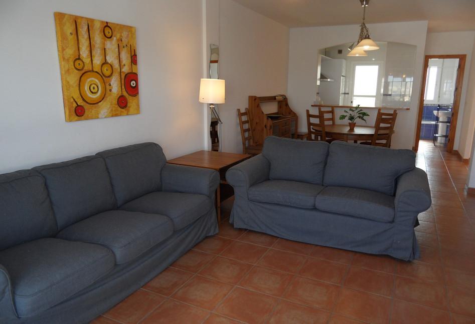 402a_lounge1.JPG