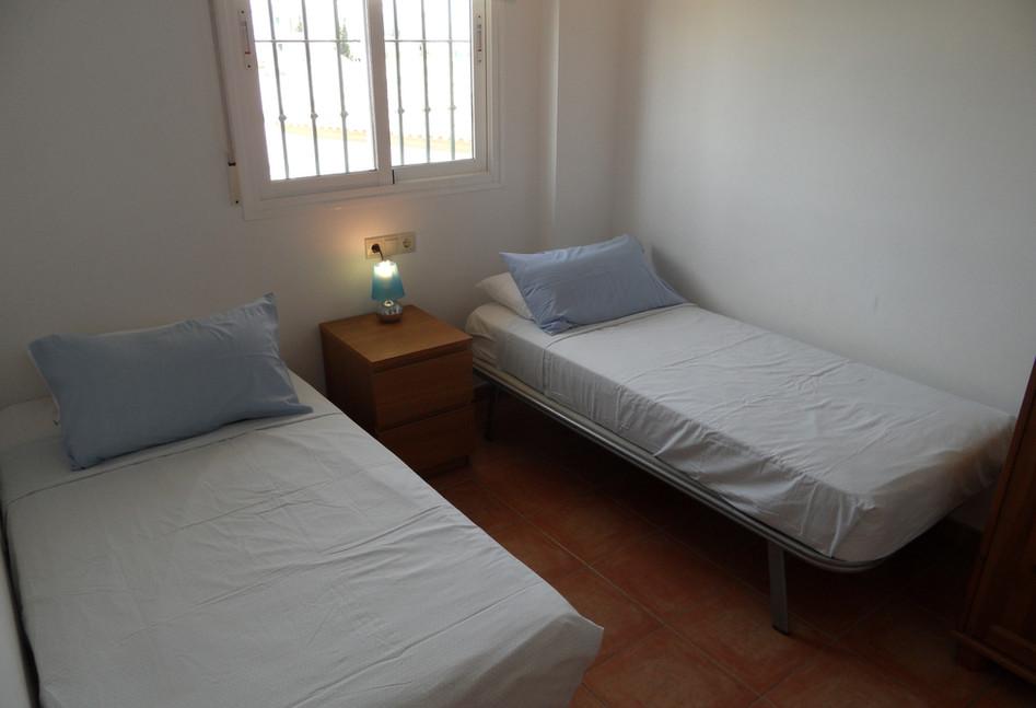 402b_bedroom3.jpg
