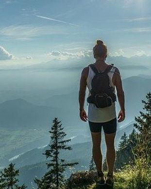 hiker-918473_640.jpg