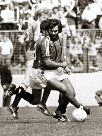 George Best in action for the Glens