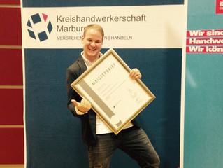 Sebastian Reuter erhält Meisterbrief.