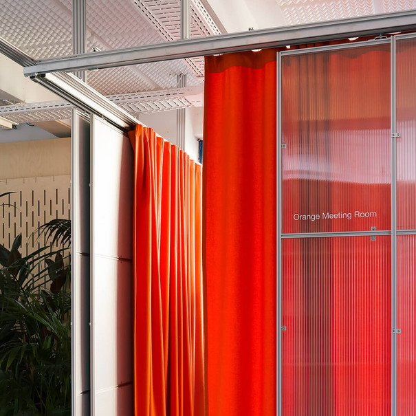Soft borders: how to use curtains to create dynamic work environments