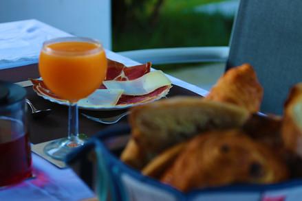 Jambon de Bayonne et fromage basque en fines tranches