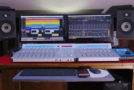 Ursus Studio travaille sur Samplitude Pro X 5