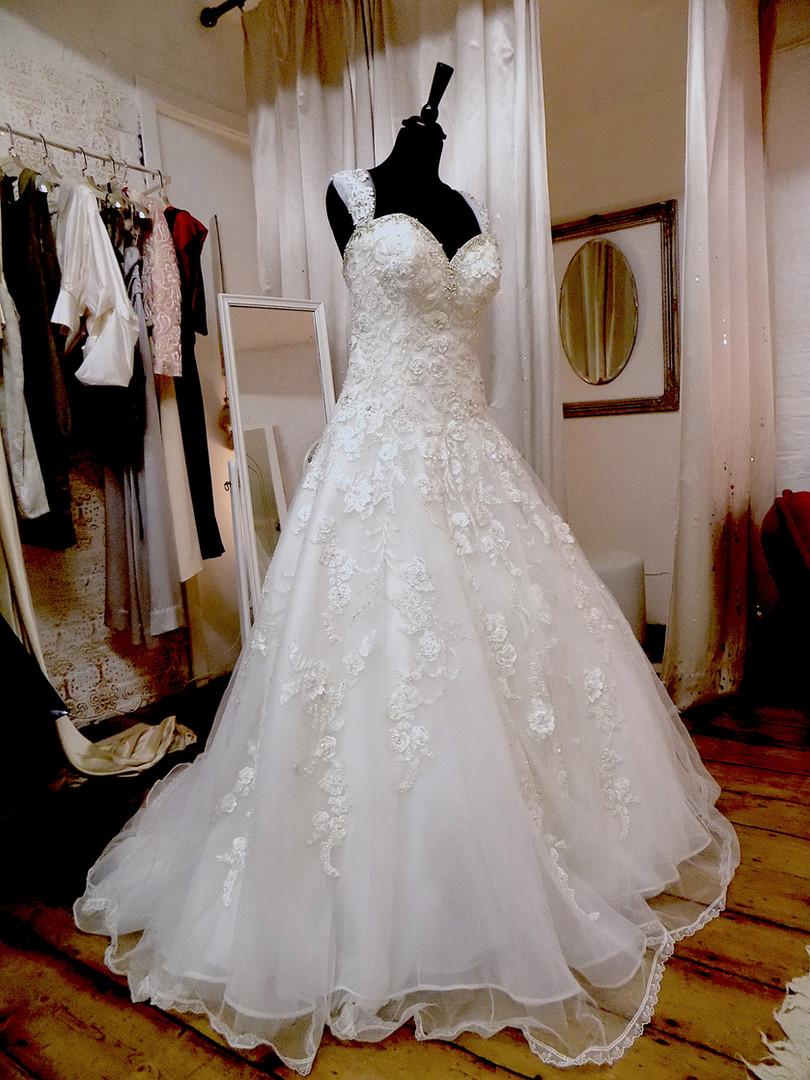 """Neur"" wedding dress"