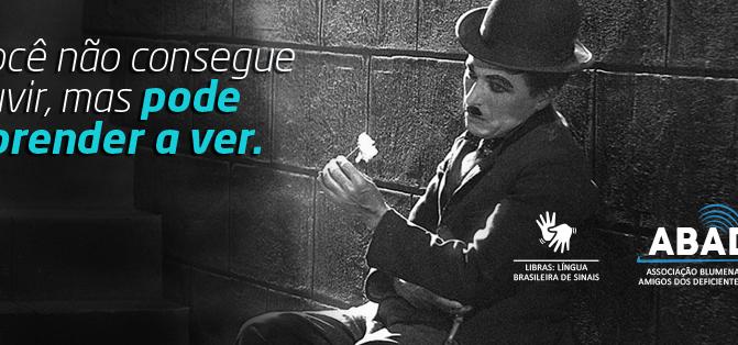 O carisma de Charlie Chaplin na Campanha de Marca feita para a ONG ABADA e os projetos voluntários p
