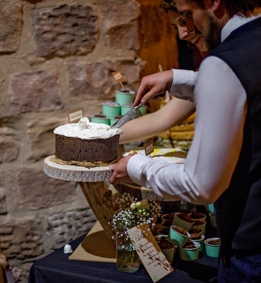 log slice cake stand cutting the cake re