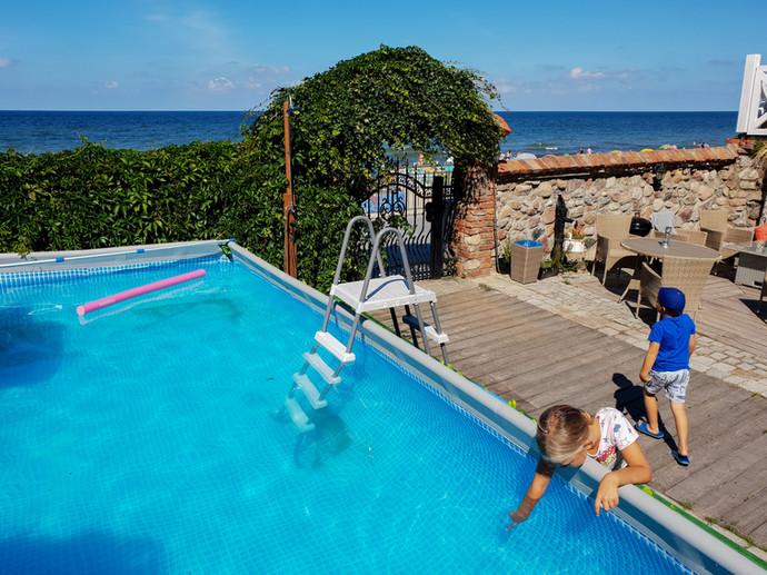 pensjonat z basenem i widok na morze