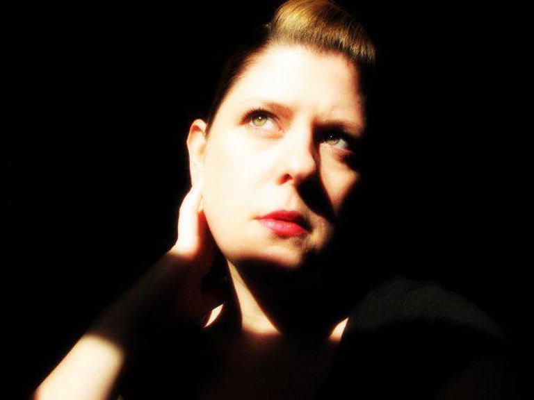 elizabeth-houston-pic.jpg