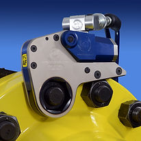 Hydraulic torque wrench used for tightening bolts