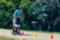 Mit Spaß und Spiel Hindernisse meistern. Mithilfe der CWK-Kegel können Sie die geistigen und körperlichen Aspekte von Kindern einbeziehen.
