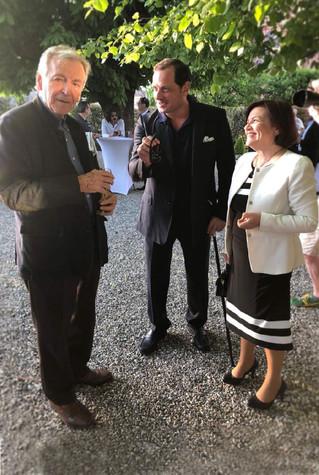 Avec le réalisateur, metteur en scène et producteur Costa-Gavras et mon mari, Spyros Tsovilis, octobre 2019