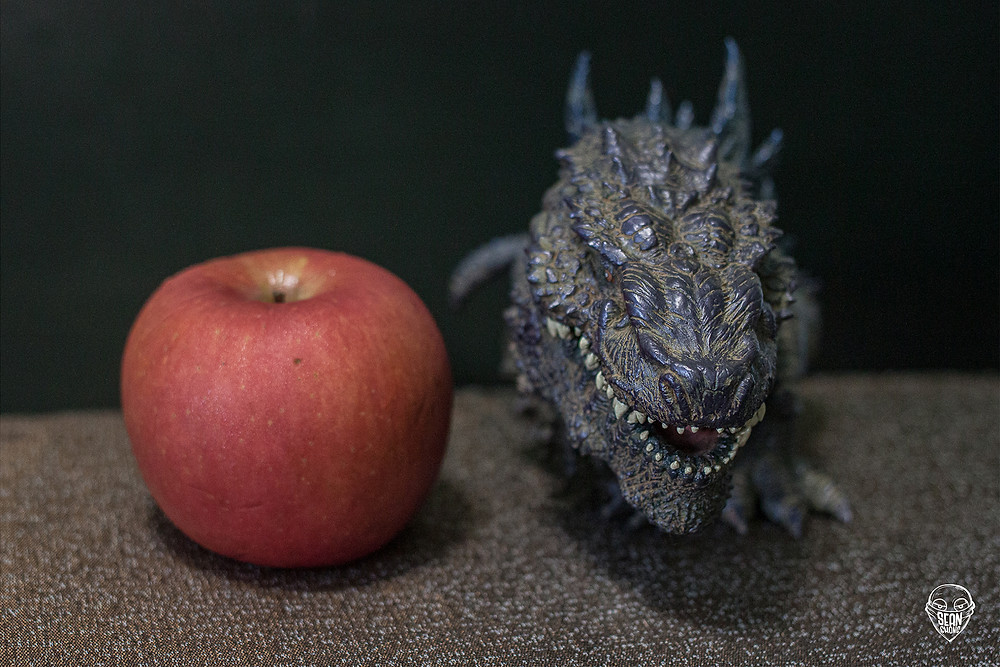 Comparison of Defo-Real Godzilla 1998 with an apple