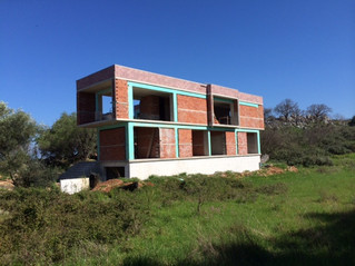Les murs de la Villa sont construits