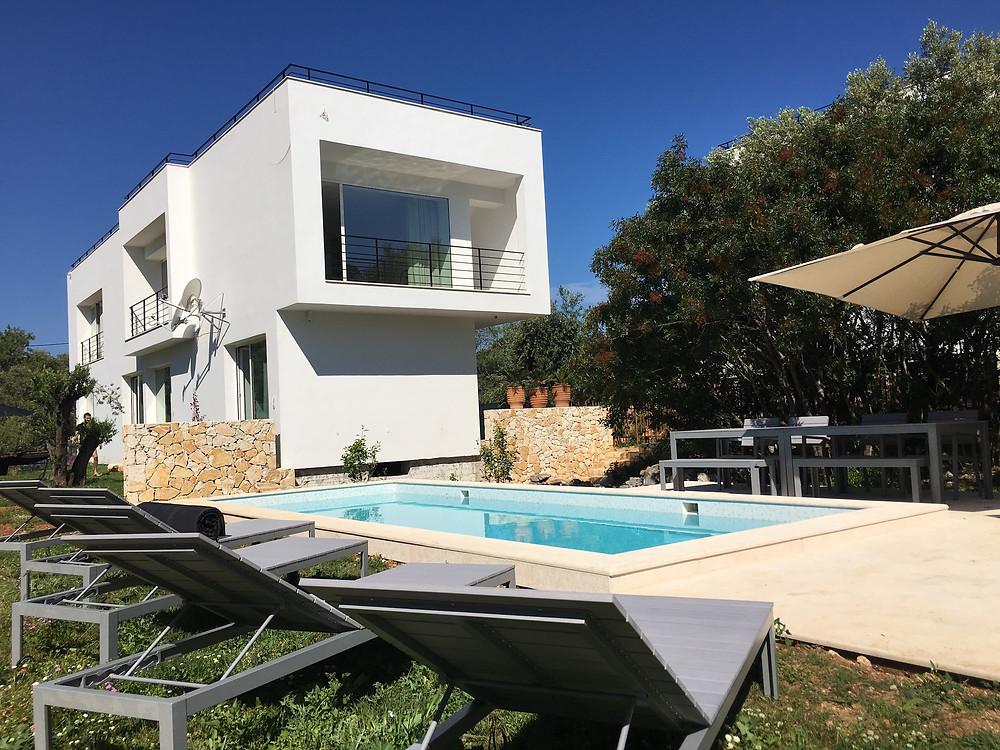 La piscine de Villa Voukithro est prête pour la prochaine location de vacances à Corfou !