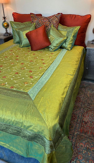 Embroidered queen silk coverlet set in green/gold colors