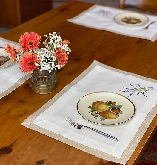 White embroidered placemat set (4)
