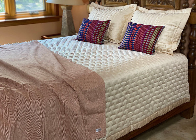 Home Treasures Fil Coupe queen quilt