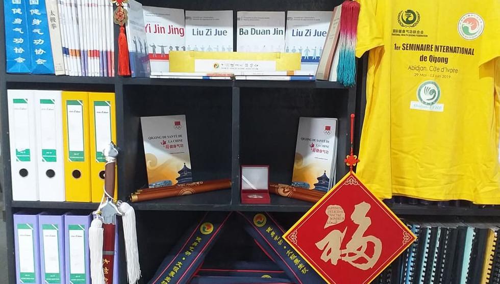协会的图书馆** Association's Library** Bibliothèque CHQA