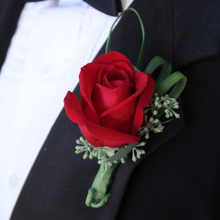 Boutonniere_Single_Rose__29161.1406327574.jpg