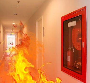 39301953-feu-intérieur-éclaté-brûler-dans-le-bâtiment-.jpg