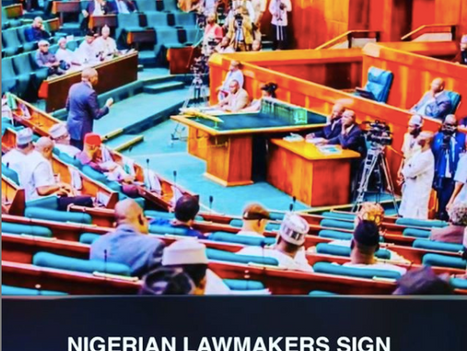 Nigerian Lawmakers sign documents written in Chinese.