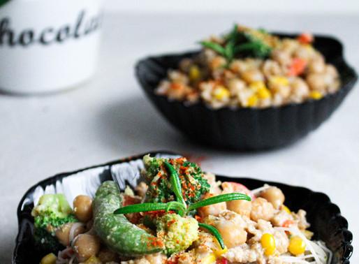 Kooresed riisinuudlid köögiviljadega