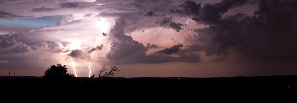 thunderstorm-3153623_edited.jpg