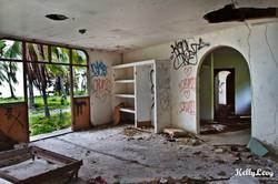 Abandoned Hotel. Mal Pais, CR