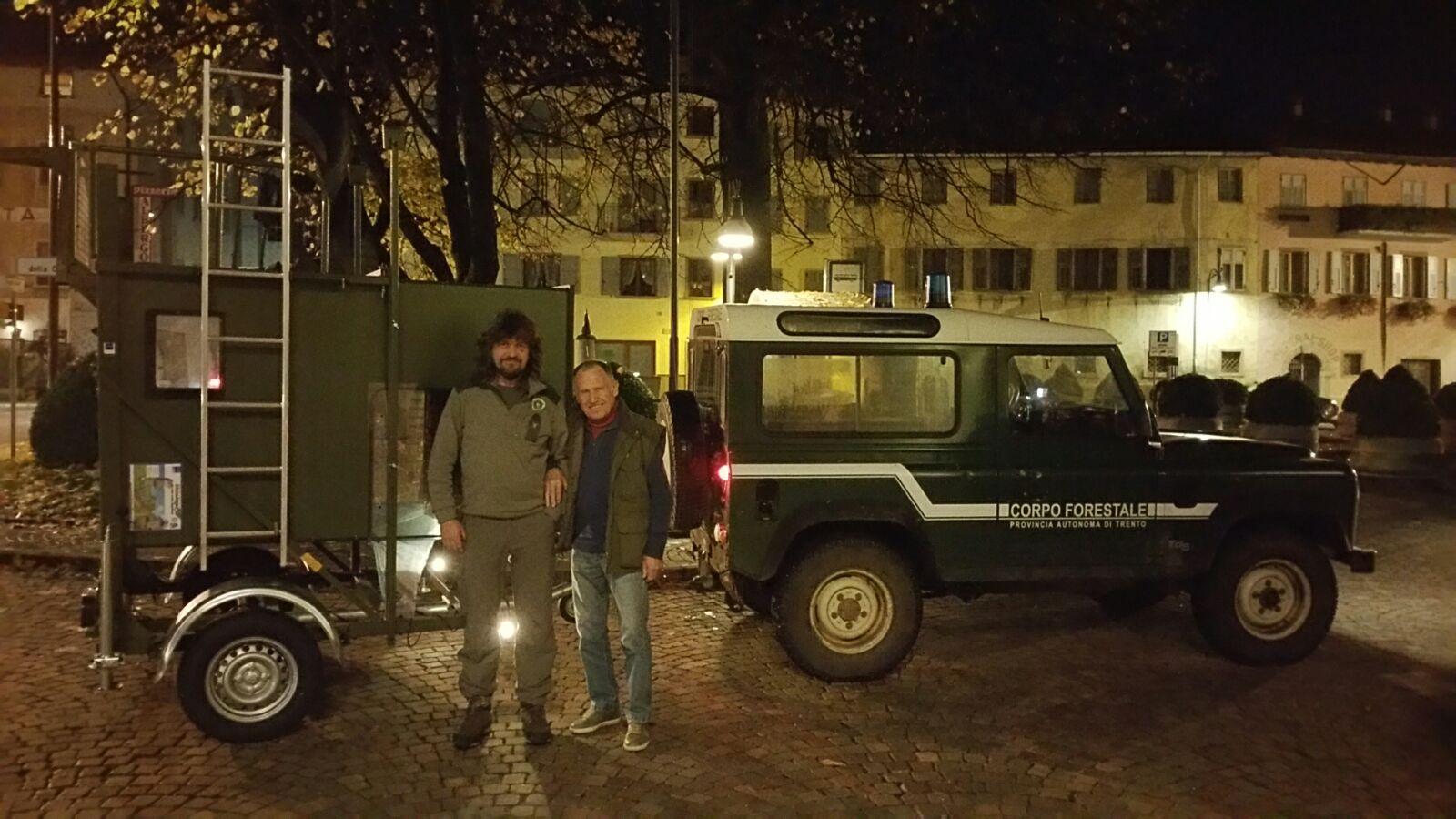 Baeren-Betreuung Jagdkanzel Italien