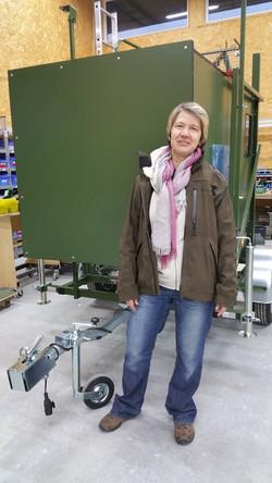 Ulrike Albert mit Jagdkanzel.jpg