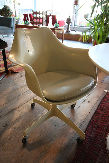 SOLD - Eames for Knoll Mid-Century Shell Desk Chair