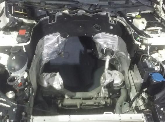 C63 AMG en reparation chez MB GT Centre Mercedes 94