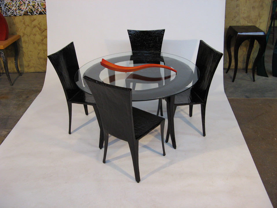 "Round dining table with ""Yeal"" Chairs"