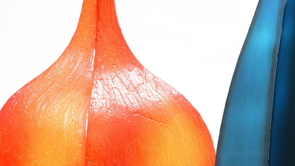 ג'וג'ו פיתח שני גימורים שונים הראשון (מצד ימין) מטאלי/מבריק בציפוי אבקה אלקטרוסטטית בתנור, והשני (מצד שמאל) ציפוי קרמי מיוחד העובר גם הוא ציפוי של אבקה ושריפה בתנור בחום מאוד גבוה.