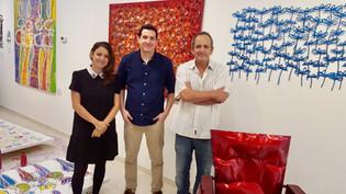 האמן ג'וג'ו עם בנו תומר וביתו רותם בגלריה ג'וג'ו בסוהו  - ניו יורק