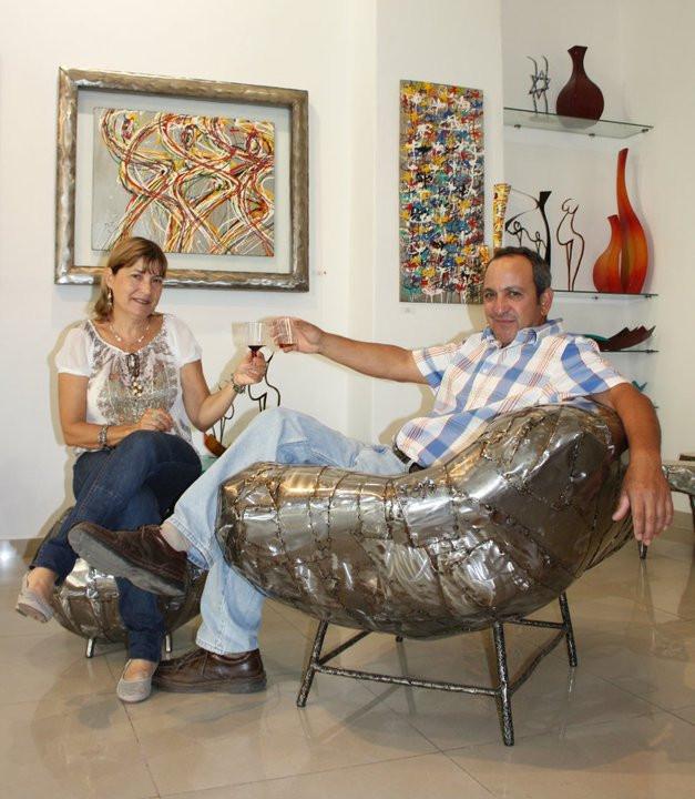 האמן ג'וג'ו ואשתו דגנית בגלריה בתל אביב