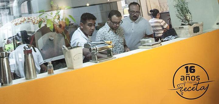 José Barrera y Andrés Caicedo en la cocina de Ananké