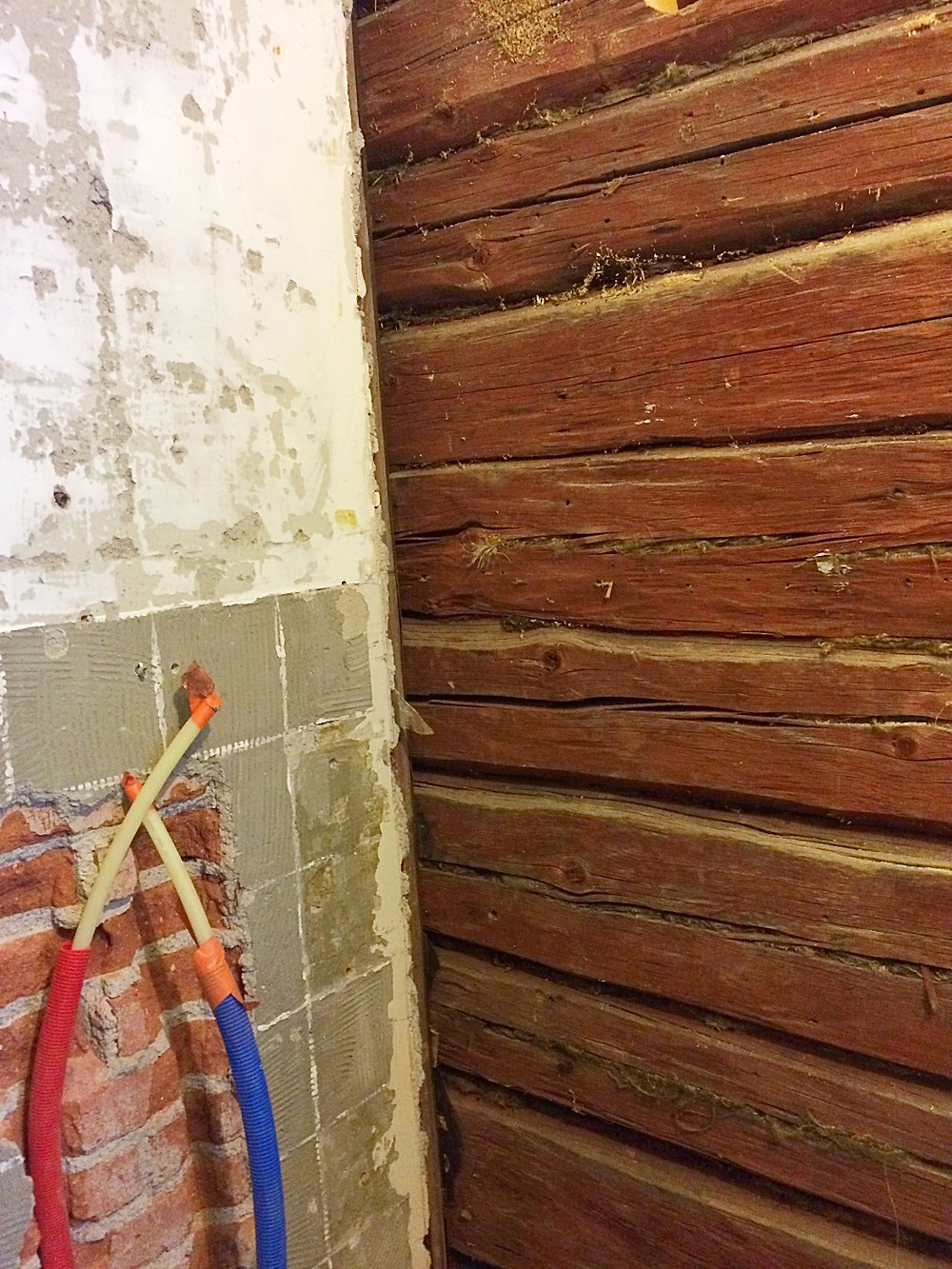 The old timber wall in the bathroom is visible